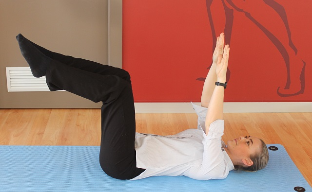 Exercise for tradis with back pain - dead bugs - position 1